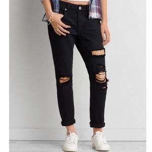 American Eagle Distressed Tomgirl Black Jeans 🌺